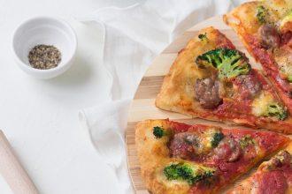 La contadina: pizza ai 5 cereali con broccoli e salsiccia