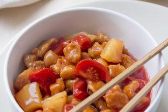 maiale in agrodolce: la ricetta cinese con ananas e peperoni