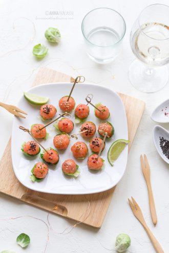 polpette di tartare di salmone in barchetta