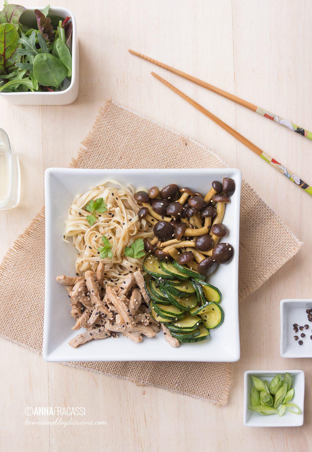 noodles di maiale con verdure al salto