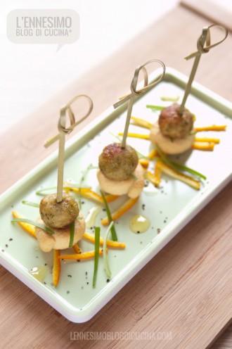 Mini crocchette indiane di pesce su tarallini di grano duro