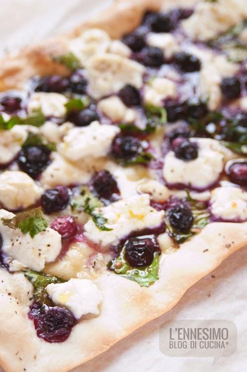 pizza alla ricotta e mirtilli