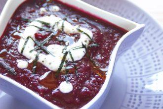 Vellutata di barbabietole, alga nori e yogurt greco