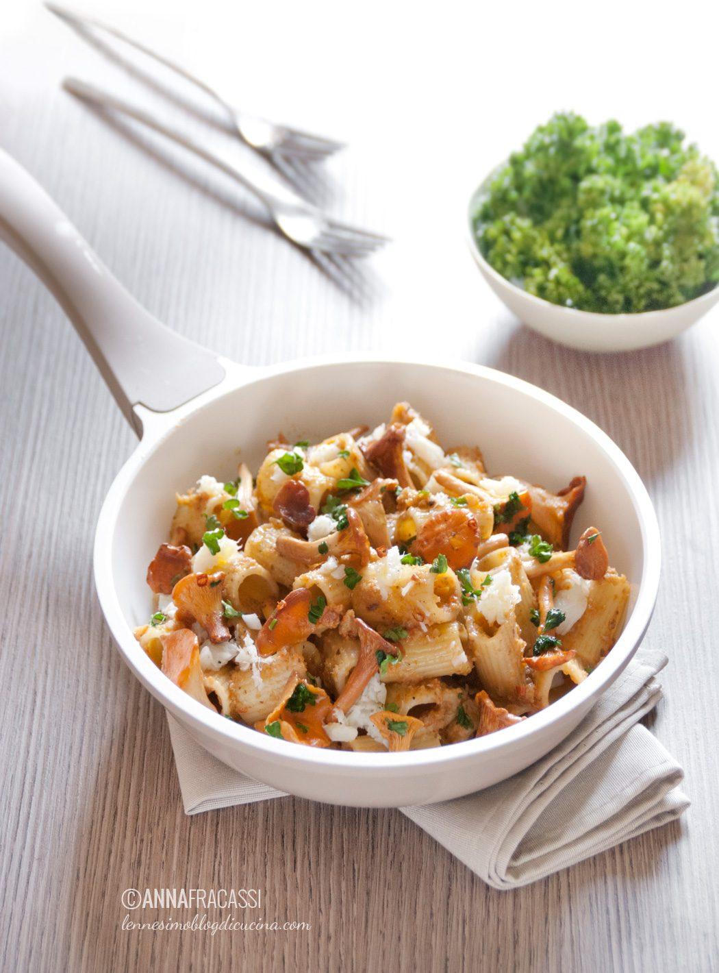 Pasta ai finferli con gallinella e salsa di caponata