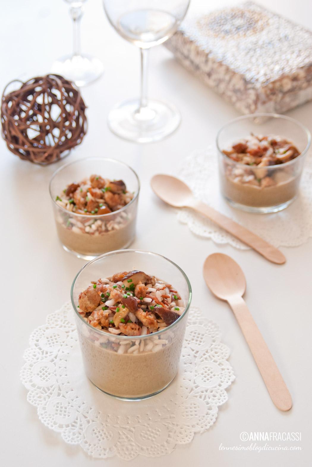 Vellutata di lenticchie e funghi con riso integrale e crumble di salsiccia