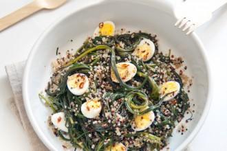 Insalata di quinoa, agretti e uova di quaglia