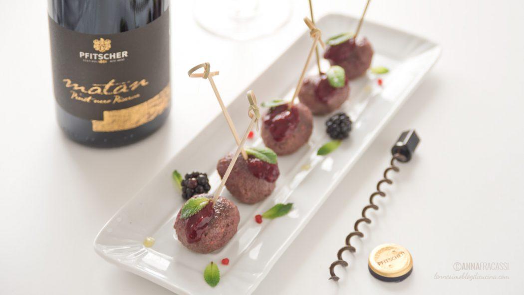 Polpette di agnello con salsa ai frutti rossi e Pinot Nero