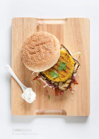 Veggie burger di lupini alla curcuma