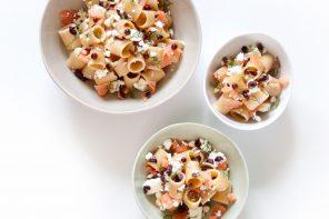 Pasta fredda integrale al salmone, feta e finocchietto