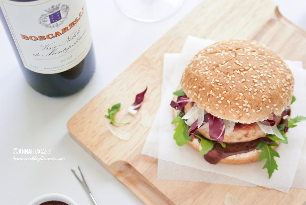 Burger di coniglio con salsa BBQ speziata alle prugne e Vino Nobile di Montepulciano