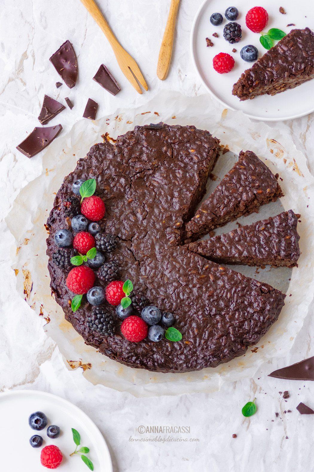 Torta di riso Vialone al cioccolato fondente e frutti rossi