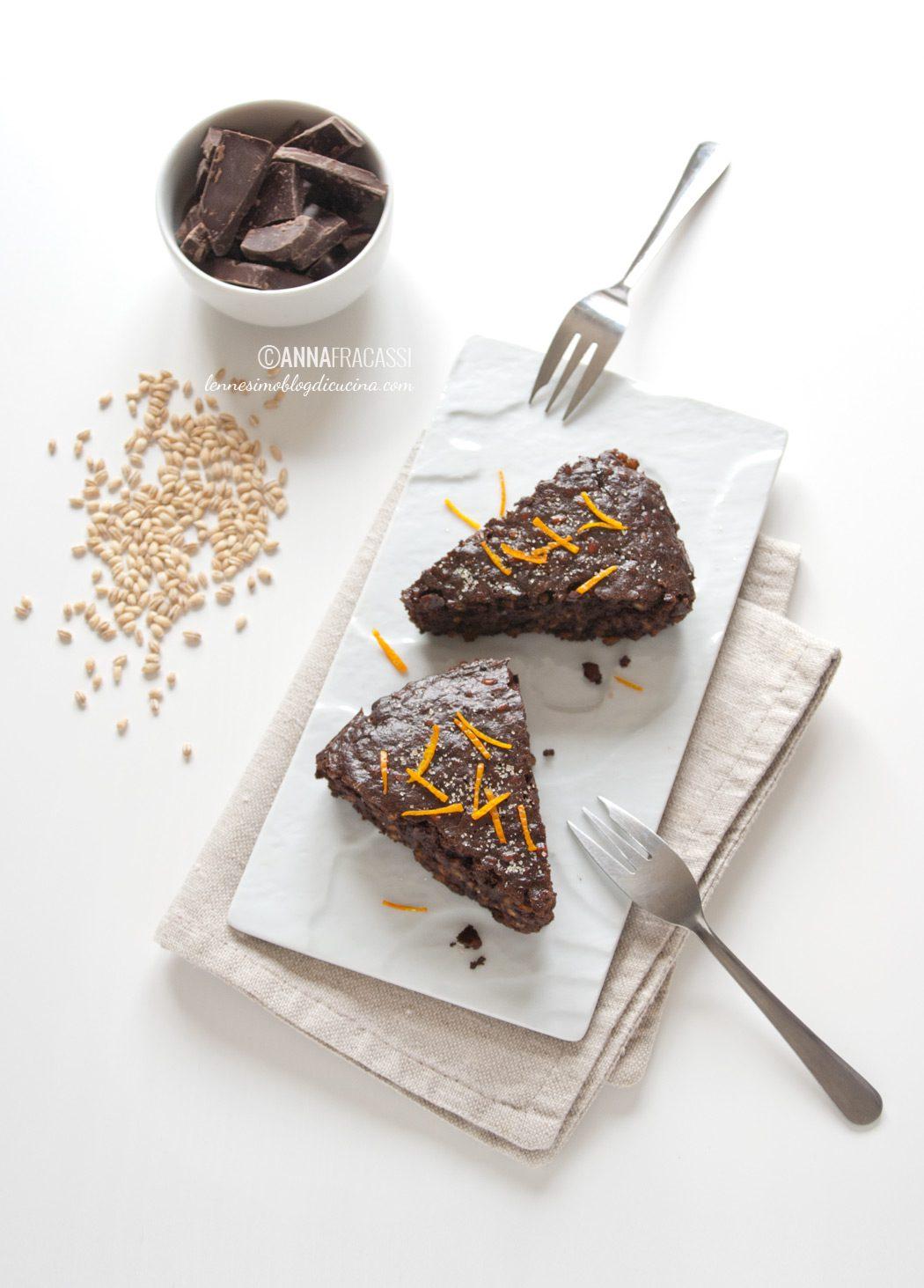 Torta d'orzo al cioccolato, caffè e arancia