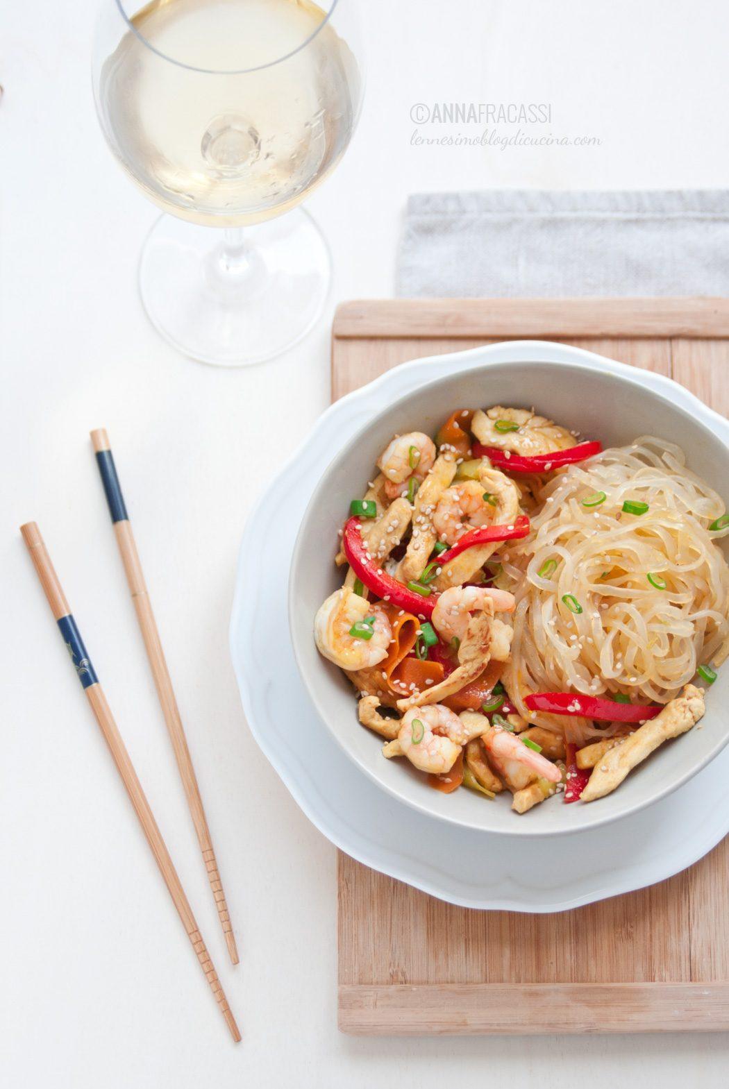 Singapore Noodles con pollo e verdure