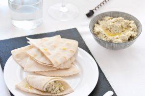Aperitivo mediorientale con crema di feta e pistacchi al profumo di limone