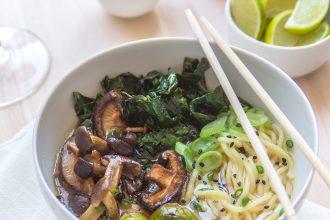 Zuppa autunnale di noodles ai funghi Shiitake