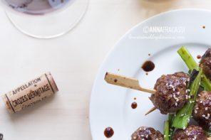 Tsukune: polpette giapponesi allo spiedo con un vino francese