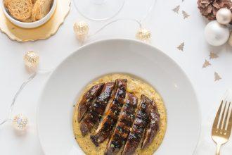 Tagliata di portobello in salsa orientale su polenta taragna