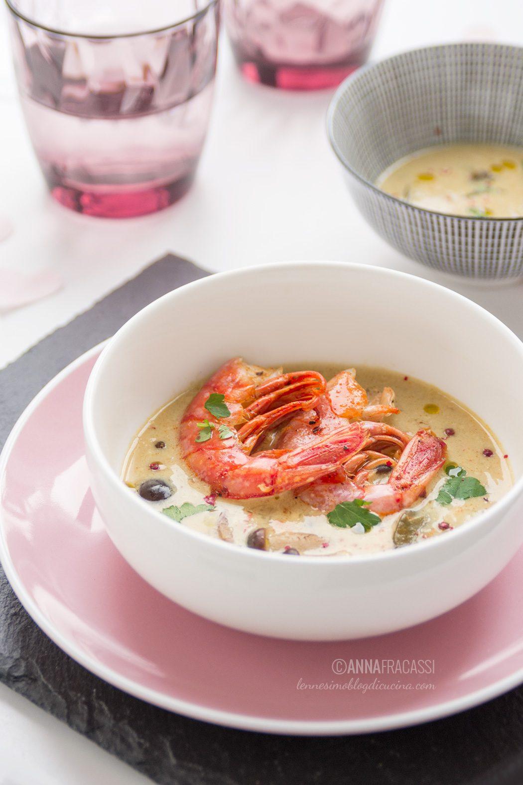 Curry rosso thai con gamberi e funghi