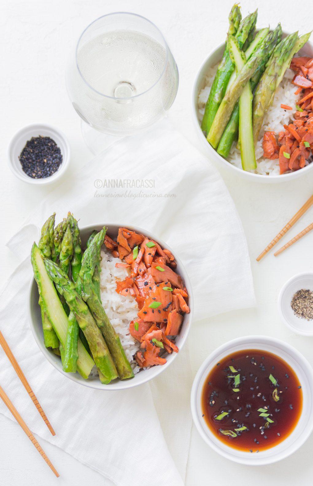 Teriyaki salmon rice bowls: salmone in salsa teriyaki e asparagi