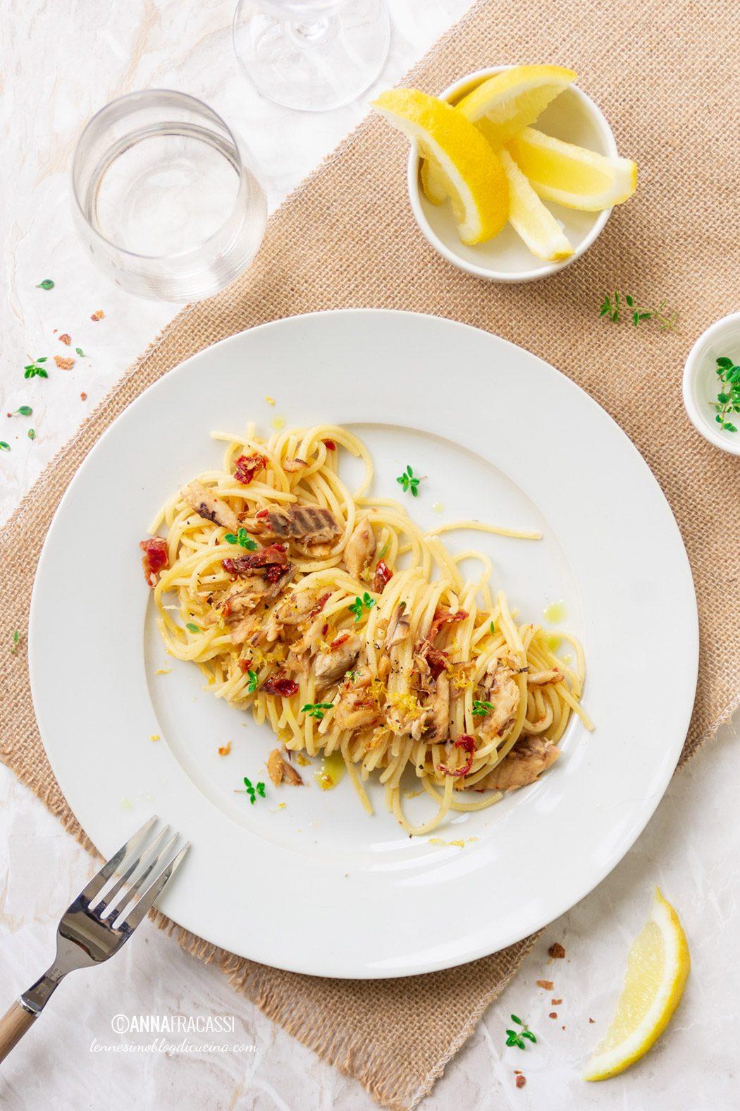 Spaghetti allo sgombro profumati di limone