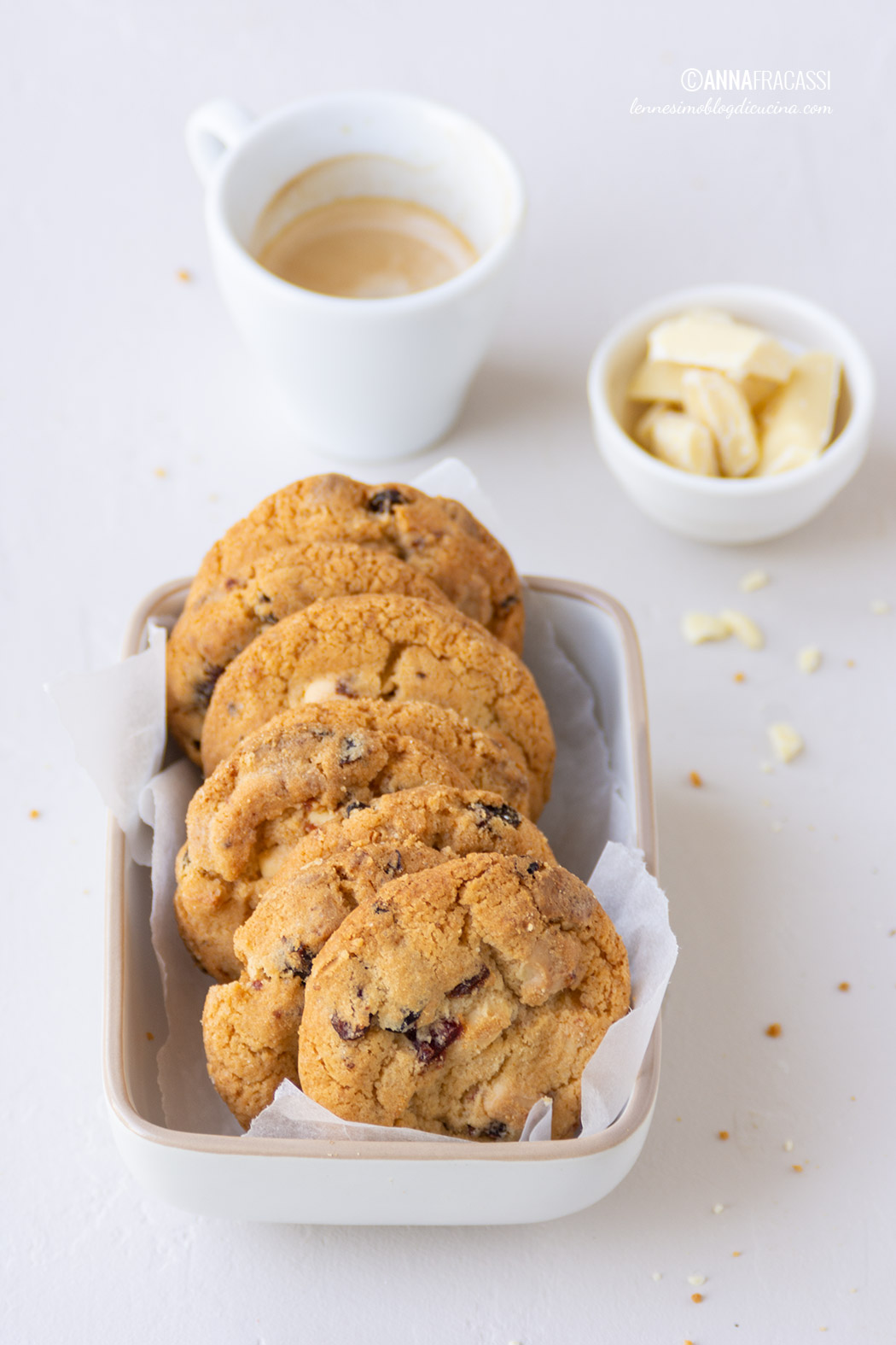 Ricetta Cookies Cioccolato Bianco E Mirtilli.Biscotti Al Cioccolato Bianco E Mirtilli Rossi L Ennesimo Blog Di Cucina