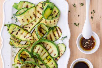 Zucchine grigliate: 3 condimenti per renderle speciali
