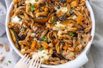 Pasta al forno con zucca, funghi e primosale