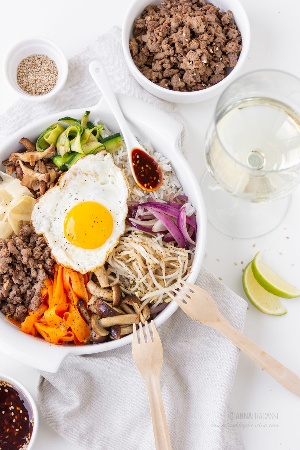 La ricetta del bibimbap: riso alla coreana con verdure al salto