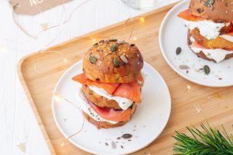 Panettoncini al salmone selvaggio, yogurt greco e semi del benessere