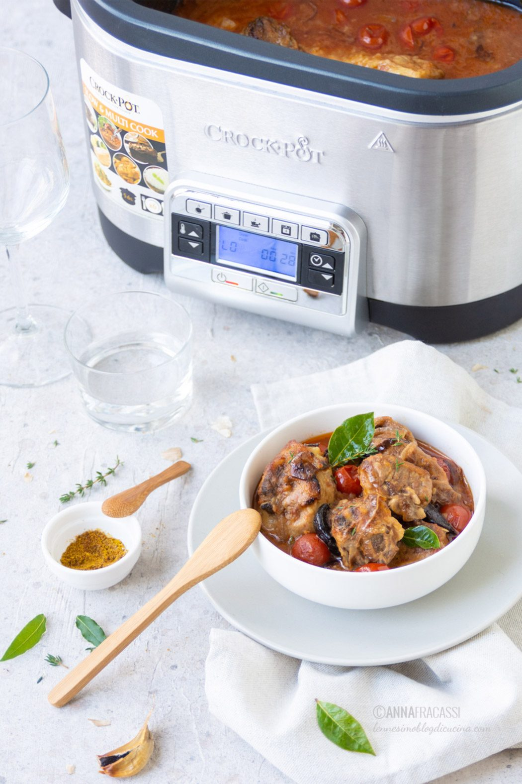 Stufato d'agnello alla persiana con Crock-Pot Slow Cooker