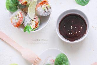 Involtini vietnamiti con salmone e avocado