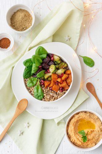 Insalata di grano saraceno, verdure invernali e hummus di lenticchie