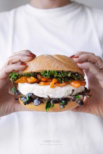 Burger di robiola di Roccaverano, zucca e funghi