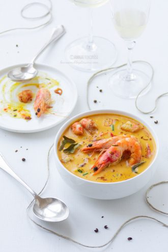 Curry giallo thailandese di gamberi