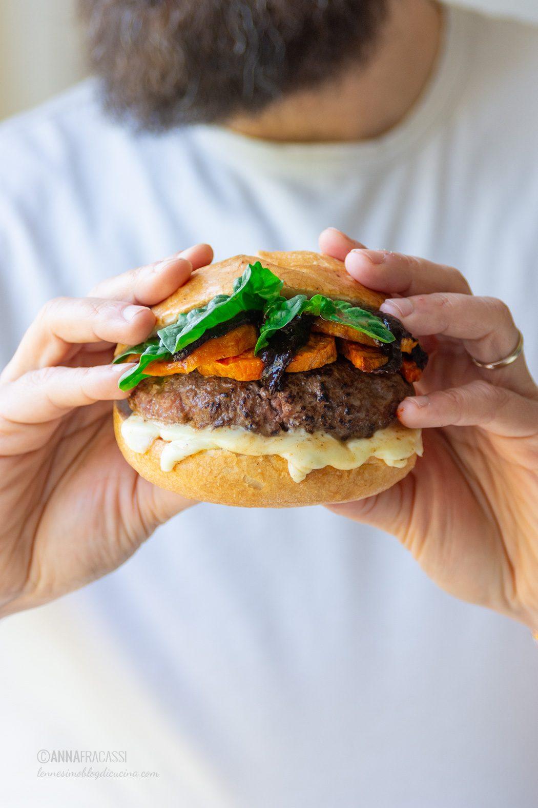 Hamburger di chianina e salsa BBQ con Aceto Balsamico di Modena