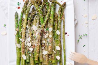 Asparagi alla parmigiana gratinati con petali di mandorle