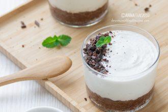 Mini cheesecake alla ricotta e cioccolato: la ricetta al bicchiere