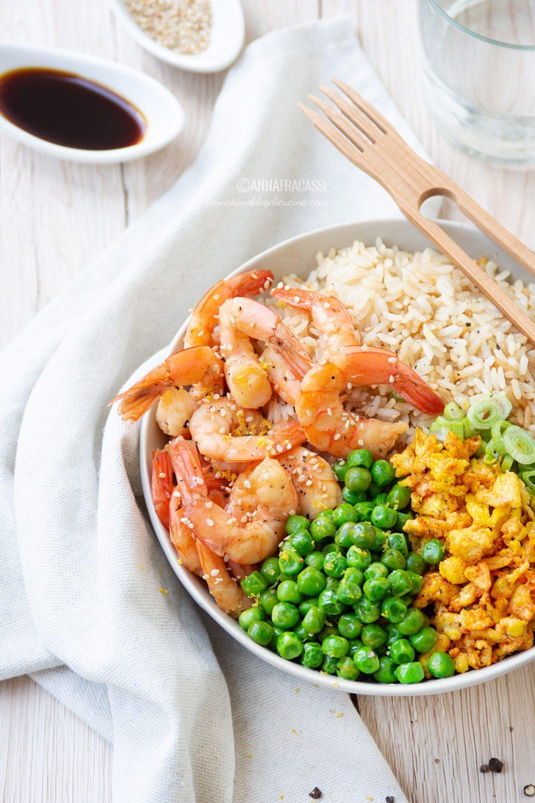 Bowl di riso alla cantonese con gamberi