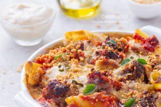 Pasta al forno vegana con polpette di lenticchie